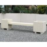 Banquette acajou en beton finition aspect pierre et lame blanc naturel